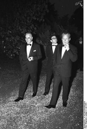 406px-Bundesarchiv_B_145_Bild-F037099-0018,_Köln,_Staatsempfang_für_Präsident_Pompidou.jpg