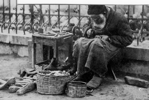 cordonnier des rues,ukraine, 1925.jpg