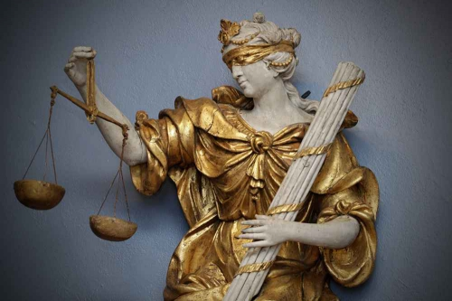 2048x1536-fit_allegorie-justice-restauree-installee-musee-hospice-comtesse-lille.jpg