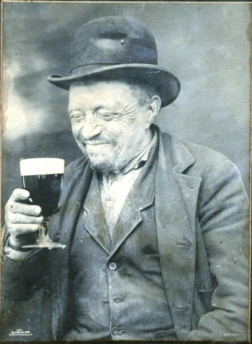 Man with beer. 1899.jpg