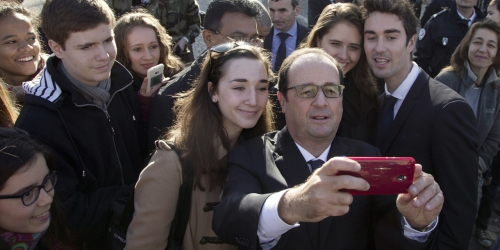 Comment-Francois-Hollande-se-tient-informe-de-ce-qui-se-passe-sur-les-internets.jpg