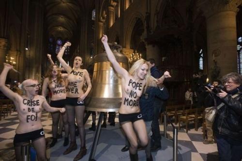 530844_les-feministes-du-mouvement-femen-le-12-fevrier-2013-dans-la-nef-de-notre-dame-a-paris.jpg