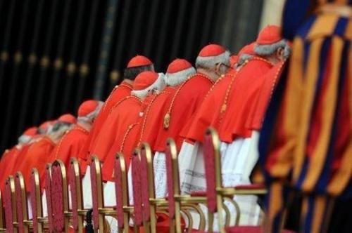 les-cardinaux-vont-elire-le-nouveau-pape.jpg