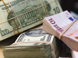 nm_euros_dollars_080505_mn.jpg