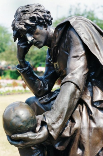 bronze-statue-of-hamlet-carl-purcell.jpg