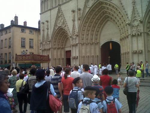 procession,fête-dieu,lyon,christianisme,religion,nizier du puitspelu,vieilleries lyonnaises,littérature,saint-sacrement,